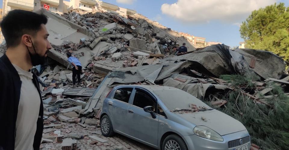 AFAD, merkez üssü Ege Denizi'nin Seferihisar açıkları olan 6,6 büyüklüğünde deprem meydana geldiğini açıkladı. İzmir'de bazı binalar yıkıldı. ( Mehmet Emin Mengüarslan - Anadolu Ajansı )